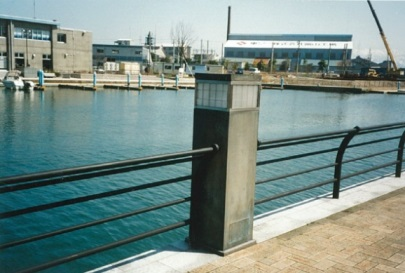 岩瀬運河照明灯防護枠取付